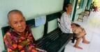 Sejumlah lanjut usia (lansia) bersantai di Panti Wredha Budhi Dharma, Ponggalan UH VIII/203, Umbulharjo, Yogyakarta, Selasa (31/5). Meningkatnya angka harapan hidup membuat jumlah lansia menjadi semakin tinggi, dan jumlah lansia yang semakin tinggi tersebut akan menimbulkan permasalahan tersendiri apabila tidak ditangani secara tepat karena pada tahun 2010 tercatat jumlah penduduk lansia di Indonesia sudah mencapai 23.992 jiwa atau 9,77 persen dari jumlah penduduk Indonesia dan dari jumlah tersebut 1,7 juta diantaranya dalam keadaan terlantar atau tidak produktif. (FOTO ANTARA/Noveradika)
