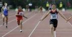 Pelari estafet asal Thailand Kumklien Gedsuda (kanan) berhasil mencapai garis finish pertama pada nomor 4x100 meter estafet putri Kejuaraan Atletik Remaja Asia Tenggara ke-6 di Stadion Madya, Kompleks Gelora Bung Karno Senayan, Jakarta, Jumat (17/6). Hasil sementara kontingen Thailand berhasil menempati urutan pertama perolehan medali dengan 11emas, 5perak dan 3 perunggu, disusul Indonesia (2emas, 7perak, dan 7perunggu). (FOTO ANTARA/Puspa Perwitasari)