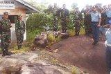 Dandim Karimun Pimpin Pengibaran Bendera di Pulau Terluar