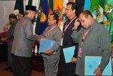 Gubernur Kepri Serahkan Bantuan Bencana R1,48 Miliar