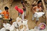 Puluhan penambang emas tertimbun longsor di Bolmong