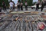 Polisi menyita senjata tajam dari asrama rusunawa Jayapura