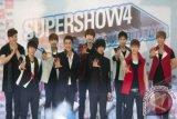 Boyband Super Junior melangsungkan konser 'Super Show 4' di Mata Elang International Stadium (MEIS), Jakarta. Boyband asal Korea Selatan tersebut melangsungkan konsernya selama tiga hari berturut-turut di Jakarta, yaitu 27,28, dan 29 April 2012. FOTO ANTARA/Rosa Panggabean