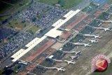 Sejumlah penerbangan gagal mendarat karena landasan pacu Juanda rusak