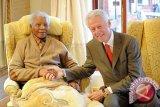 Nelson Mandela Masih Kritis Tapi Tinggalkan RS