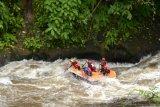 Padangpariaman Serahkan Perahu Arum Jeram Perkuat Wisata Fun-Tubing