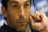 Buffon teteskan air mata perpisahan dengan Juventus setelah 656 pertandingan