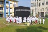 Bogor, 10/5 (Antara) – Puluhan siswa sekolah dasar melakukan manasik haji yang diselenggarakan di halaman Kampus STEI Tazkia, Sentul City, Bogor, Kamis, berkaitan dengan kegiatan Days of Islamic Economics Revival (DINAR) 2013.( Foto: Humas STEI Tazkia)<br /> <br />  <!--[if gte mso 9]><xml> <w:WordDocument> <w:View>Normal</w:View> <w:Zoom>0</w:Zoom> <w:TrackMoves/> <w:TrackFormatting/> <w:PunctuationKerning/> <w:ValidateAgainstSchemas/> <w:SaveIfXMLInvalid>false</w:SaveIfXMLInvalid> <w:IgnoreMixedContent>false</w:IgnoreMixedContent> <w:AlwaysShowPlaceholderText>false</w:AlwaysShowPlaceholderText> <w:DoNotPromoteQF/> <w:LidThemeOther>IN</w:LidThemeOther> <w:LidThemeAsian>X-NONE</w:LidThemeAsian> <w:LidThemeComplexScript>X-NONE</w:LidThemeComplexScript> <w:Compatibility> <w:BreakWrappedTables/> <w:SnapToGridInCell/> <w:WrapTextWithPunct/> <w:UseAsianBreakRules/> <w:DontGrowAutofit/> <w:SplitPgBreakAndParaMark/> <w:DontVertAlignCellWithSp/> <w:DontBreakConstrainedForcedTables/> <w:DontVertAlignInTxbx/> <w:Word11KerningPairs/> <w:CachedColBalance/> </w:Compatibility> <m:mathPr> <m:mathFont m:val=