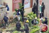 10 polisi tewas terkena bom
