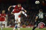 Ozil teken kontrak baru dengan Arsenal