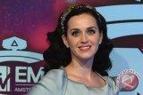 Cincin tunangan Katy Perry dan Miranda Kerr mirip