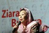 Sinta Nuriyah Somasi Pemasang Foto Gus Dur di Baliho
