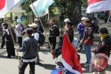 Warga NTB unjuk rasa terkait WTO 2013