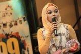 Dewi Sandra tak ingin tinggalkan musik