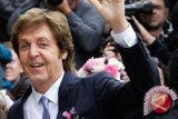 Heboh, Paul McCartney konser dadakan di stasiun