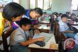 Bang Ai motivasi siswa Manado di olimpiade sains