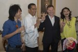 Gitaris Arkana Matt Hart Bertemu Jokowi