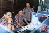 DPRD : Masyarakat perlu gunakan pakaian batik