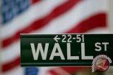 Wall Street Terangkat Lebih Tinggi Meski Amazon Jatuh