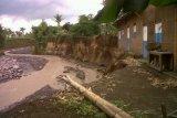 Erosi sungai di Bantul rusak jalan kampung