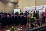 Akbid Trinita Manado wisuda 192 bidan