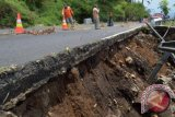 Disbudpar imbau rekanan perbaiki jalan Pantai Wediombo