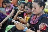 Anak-anak di Hong Kong habiskan banyak waktu pada gawai
