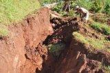 Puluhan warga Girimulyo mengungsi akibat tanah ambles