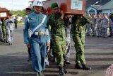 Isak Tangis Pramugari AirAsia Sambut Jenazah Wanti Setiawati