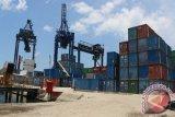 Arus bongkar muat di pelabuhan Jayapura meningkat