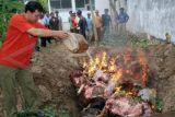 150 Kg Daging Gelonggongan di Magelang Dimusnahkan