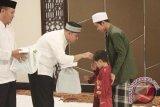 Hotel Santika Mataram berbagi dengan anak yatim