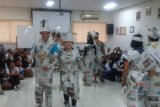 Alfamart Klaten Gelar Fashion Show Berbahan Koran
