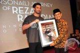 Reza Rahadian Peringati 10 Tahun Karirnya dengan Pameran Foto