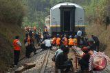 KA Babaranjang anjlok, ratusan penumpangnya dinaikkan bus