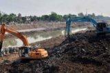Pengerukan sedimentasi sungai BKT Semarang dimulai
