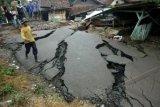 Rekahan Tanah Ancam 60 Keluarga di Banjarnegara