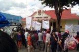 KPU Dan Panwas Poso Didemo Warga