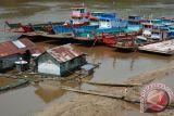Pedalaman sungai Barito surut, transportasi terganggu