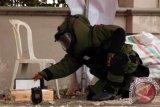 Warga digemparkan atas temuan dugaan paket bom di samping rumah