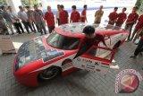 Mahasiswa Padang membuat mobil listrik kecepatan 43 km/jam