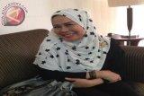 Dewi Yull berbisnis batik tulis Cirebon