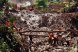 Rescuers Find Bodies Of  All Purworejo Landslide Victims