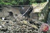Tebing Dam Plunyon Cangkringan ambrol