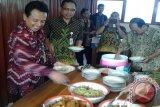 Dinsosnakertrans Kulon Progo sediakan hidangan nasi raskin