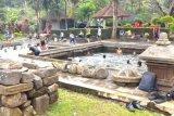 Pemandian Candi Umbul Tarik Wisatawan Lokal