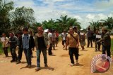 Ratusan Warga Desa Tutup Pabrik Sawit PT BUM