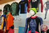 Batik Megamendung Cirebon jadi pengindah pakaian selam