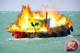 Bangkai Dharma Kencana Masih di Laut Bebas