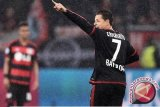 Cetak tiga gol dalam tujuh menit, Leverkusen tumbangkan Schalke 3-2